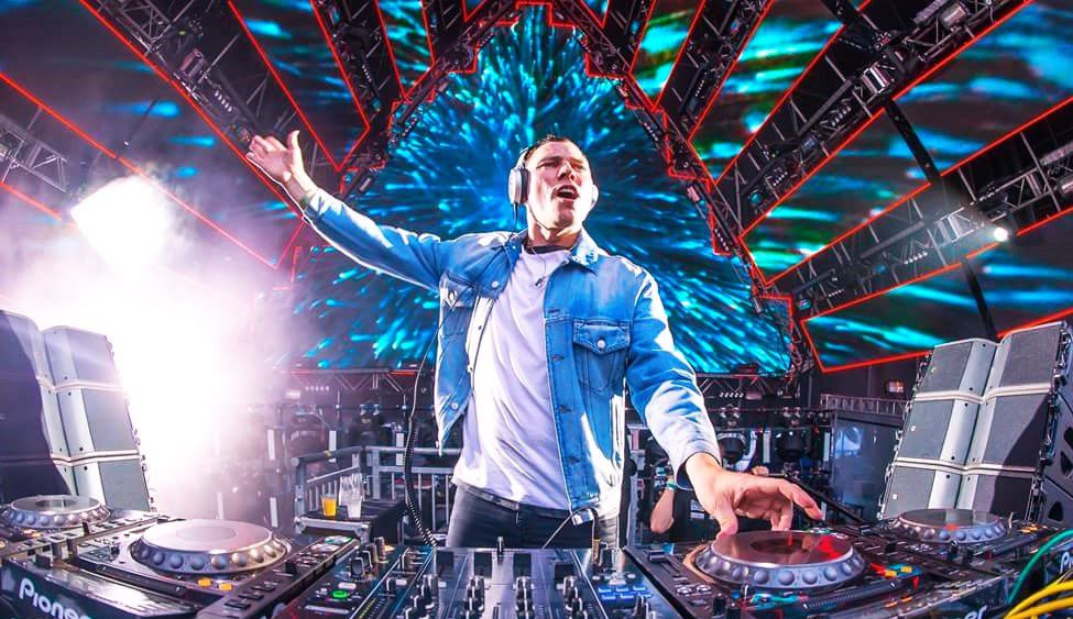 The world's highest paid musicians vs average salaries | Tiësto just about 18 hours to top a real estate broker's annual salary !!