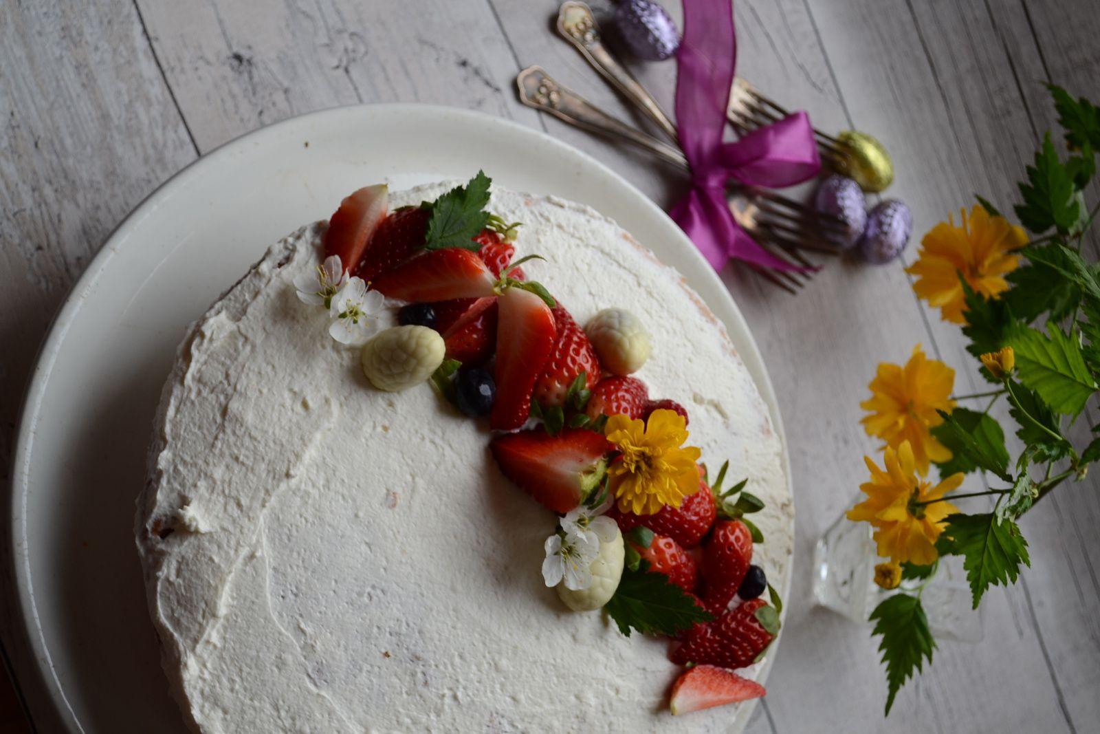 Gâteau de Pâques à la crème mascarpone et fruits rouges #Jours Heureux