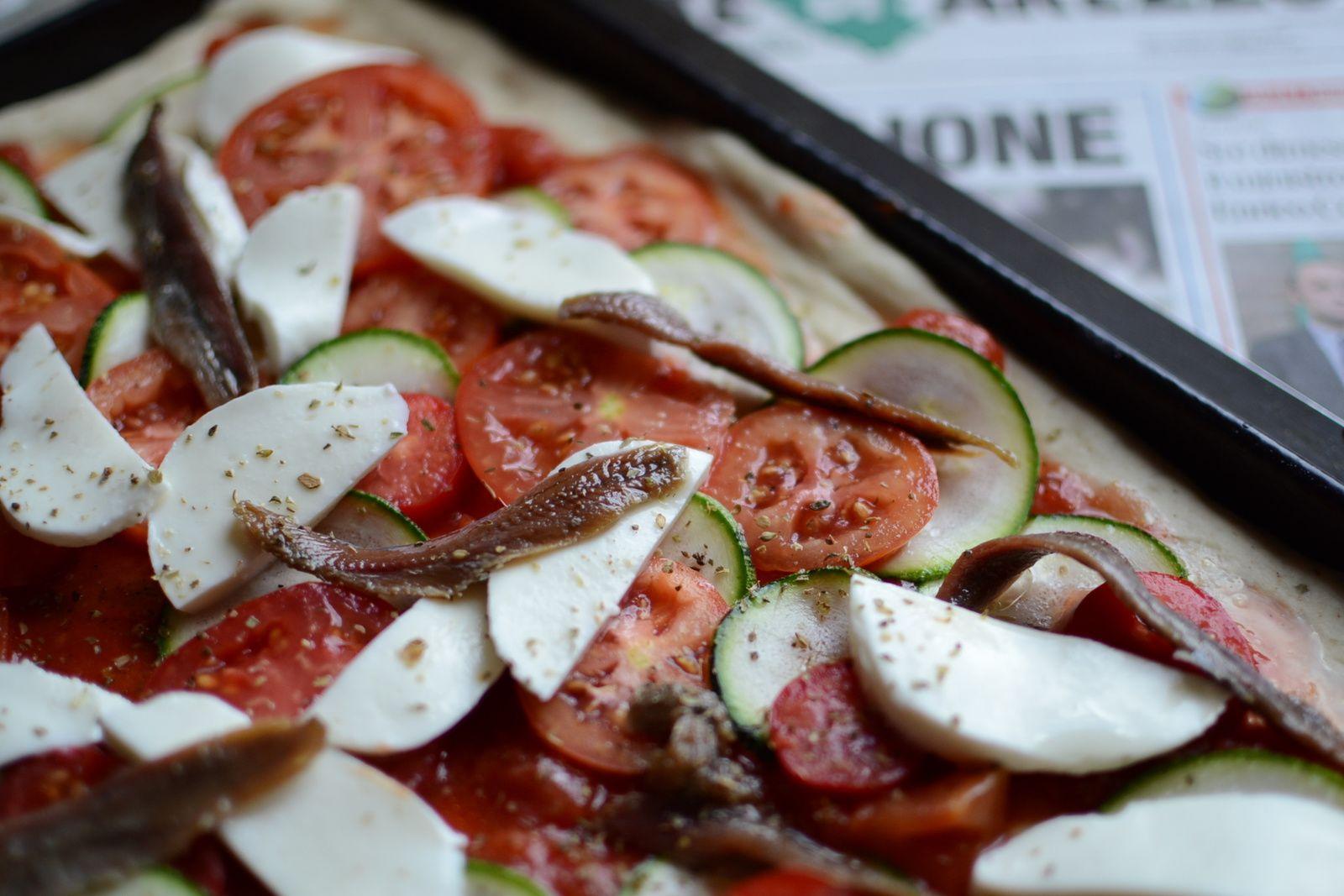 Pizza aux tomates et courgettes du jardin