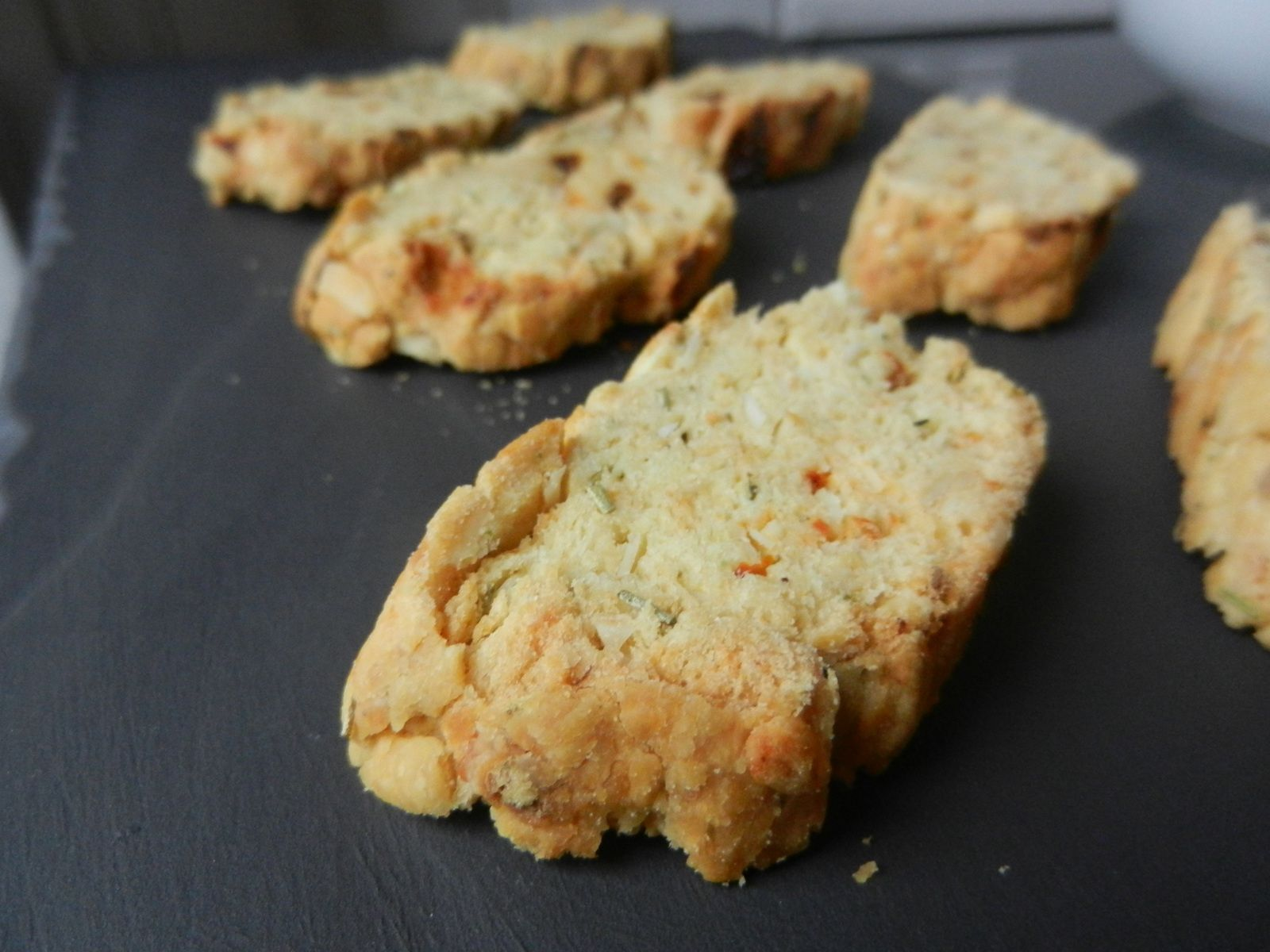 Biscottis version salée (tomates séchées/amandes/herbes)