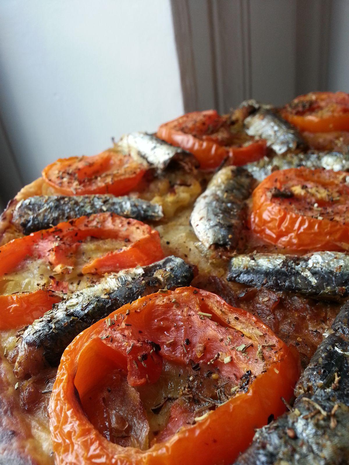 Tarte fine sardines/oignons confits/tomates