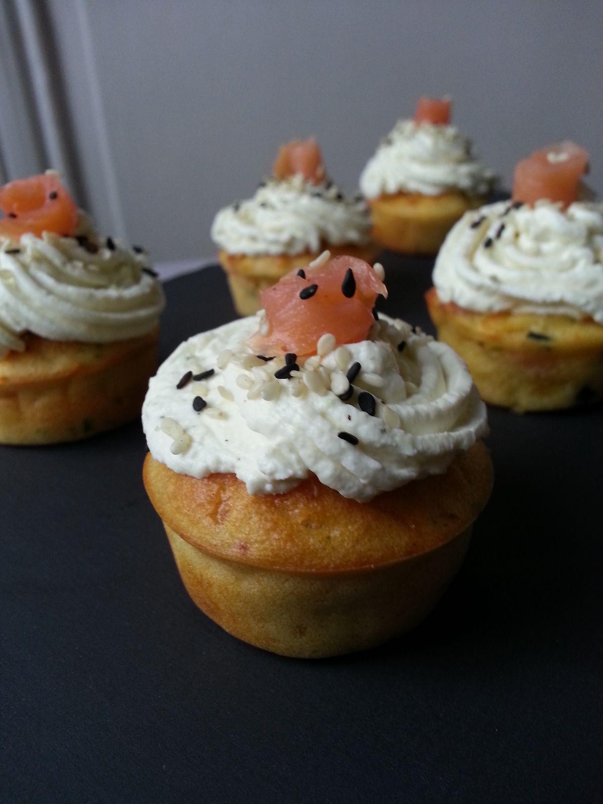 Cupcake au saumon - topping wasabi / citron vert / sésame