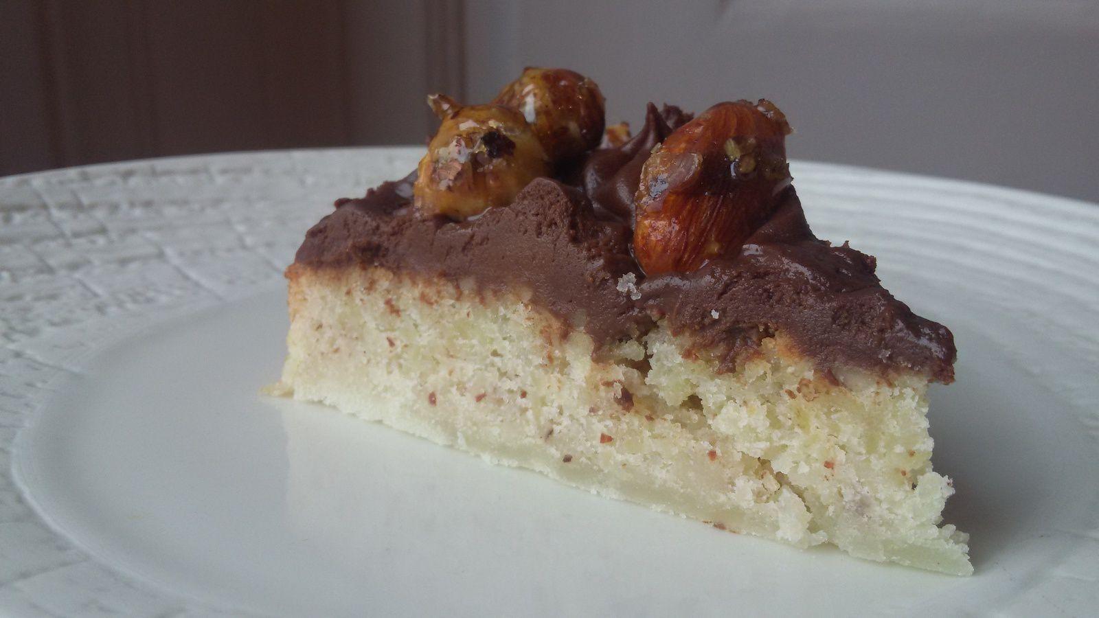 Gâteau amande, chocolat praliné et fruits secs caramélisés // sans gluten