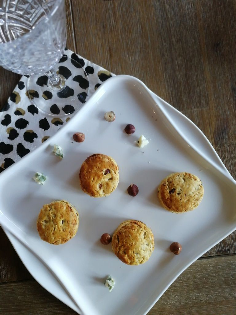 Scones roquefort / noisettes