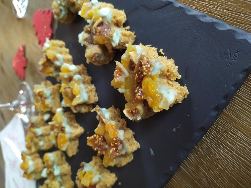 Bouchées sucrées / salées : roquefort - pain d'épices - fruits secs