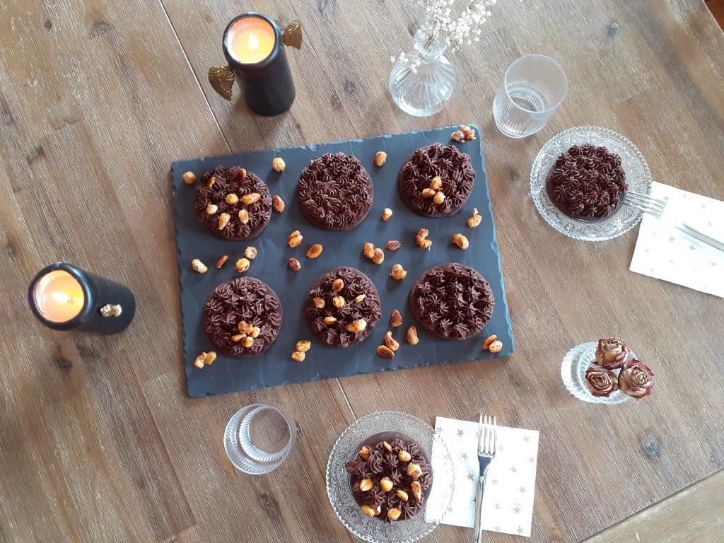 Tartelettes au chocolat et fruits secs camamélisés