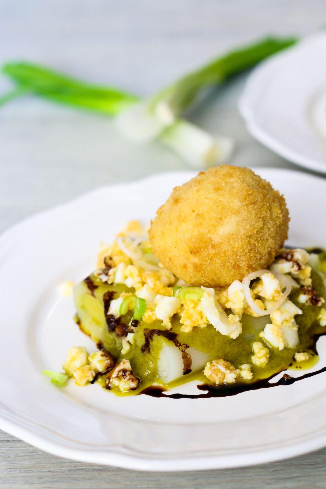 Œufs mollets frits & poireaux vinaigrette