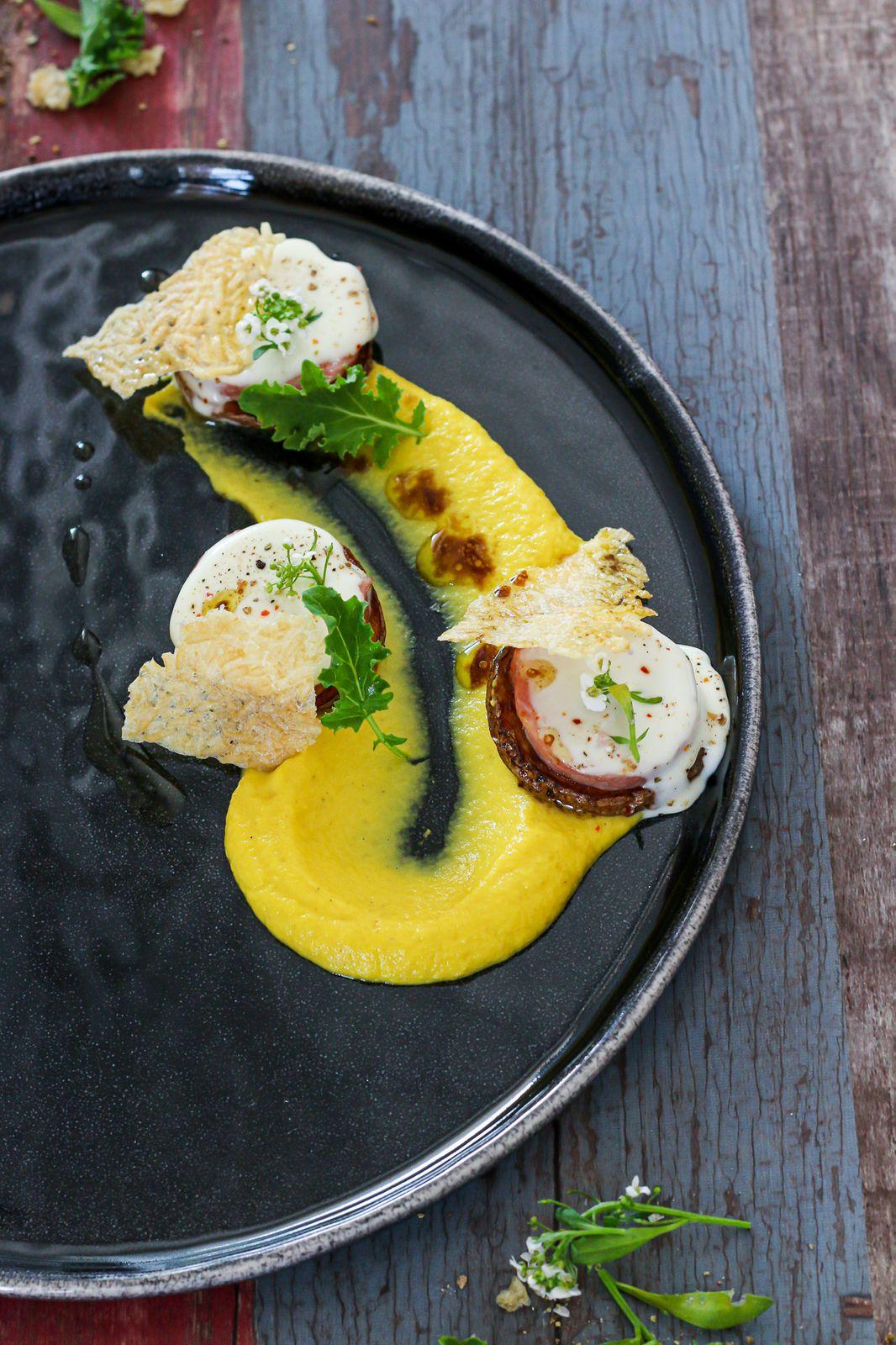 Canapé de pommes de terre crousti-fondant à la saucisse de Morteau & purée de carottes jaunes