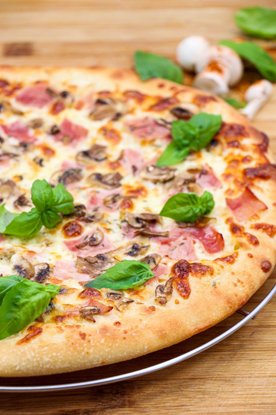 Pizza royale à la crème ( la pâte à pizza du pizzaiolo )