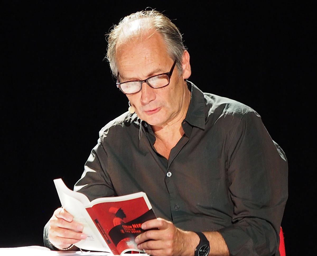 l'acteur Hippolyte Girardot en lecture