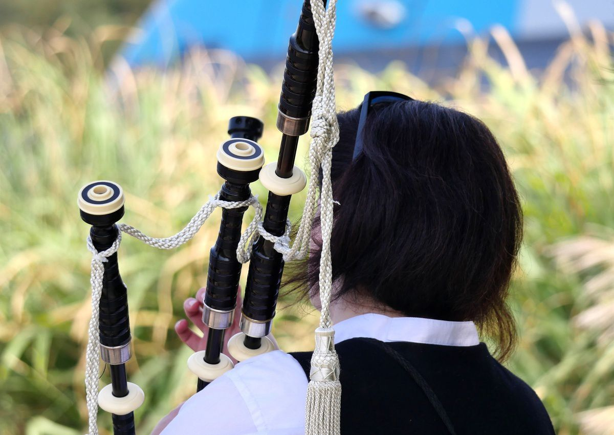 Coiffes et costumes de la fête bretonne