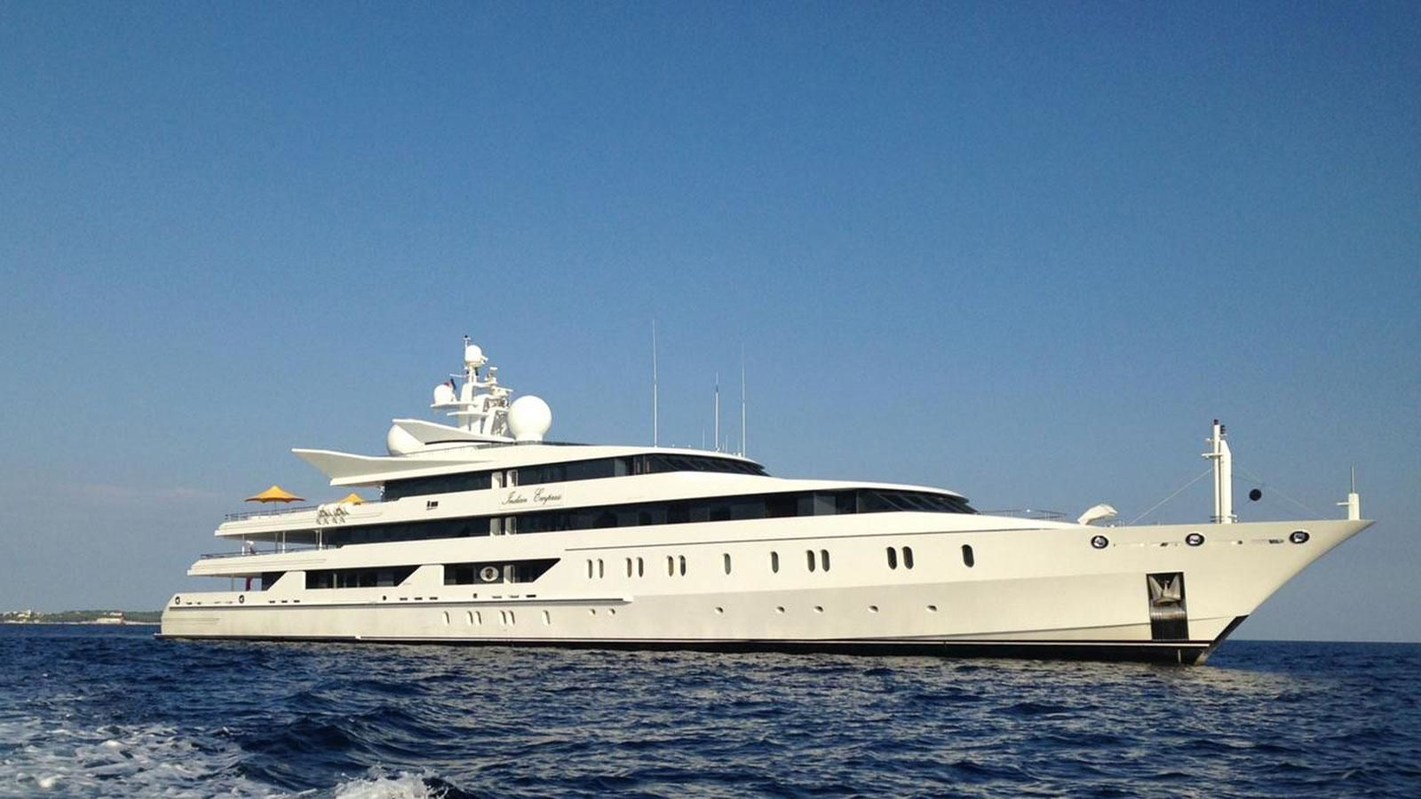 Le superyacht avant son abandon