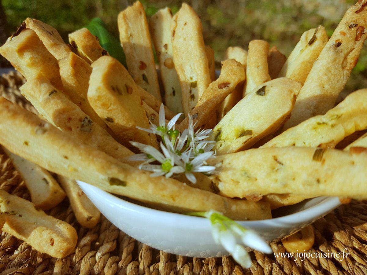 Biscuits apéritifs à l'ail des ours et pignons de pin