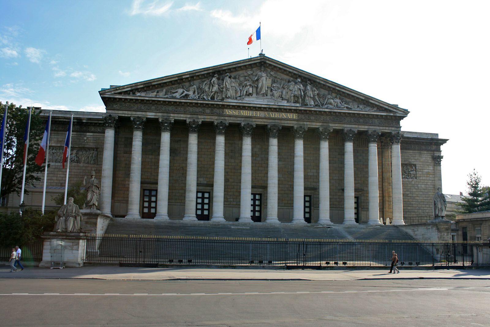Dans ce bel immeuble avec vue sur la CONCORDE !  se  votent nos lois et parfois des lois inapplicales ou inappliquées