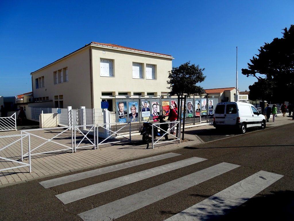 Un bureau de vote à Château d'Olonne