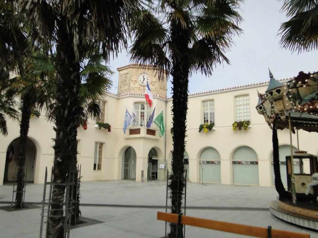 LA MAIRIE HÔTEL DE VILLE DES SABLES D'OLONNE