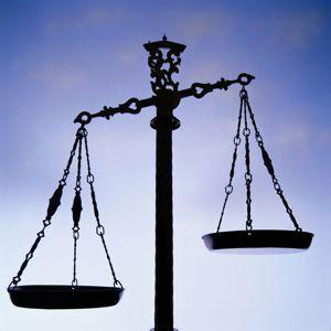 LA BALANCE SYMBOLE DE LA JUSTICE, LA MAIRIE SYMBOLE DE LA DÉMOCRATIE
