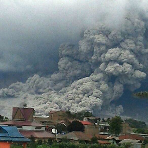 Sinabung - coulée pyroclastique - photo 01.11.2016 PVMBG