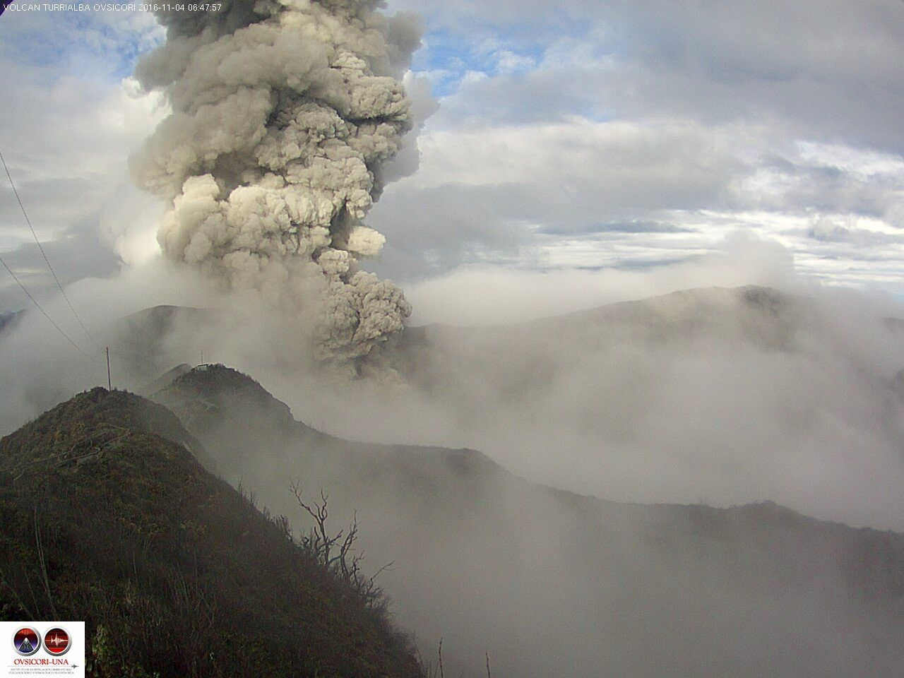 Turrialba - émission de cendres du 04.11.2016 / 6h48 - webcam Ovsicori