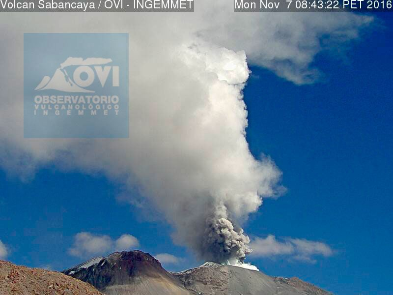 Sabancaya - the emission of ash are continuing on 11/07/2016 - photo OVI-INGEMMET