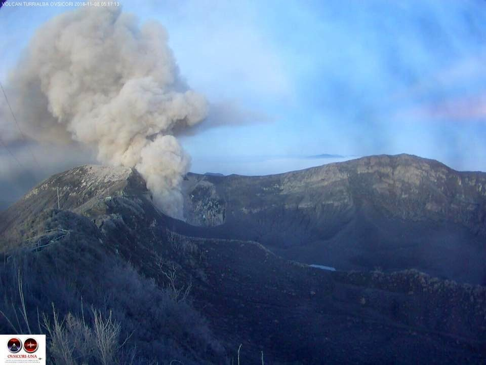 Turrialba - émission continue de cendres ce 08.11.2016 - Ovsicori