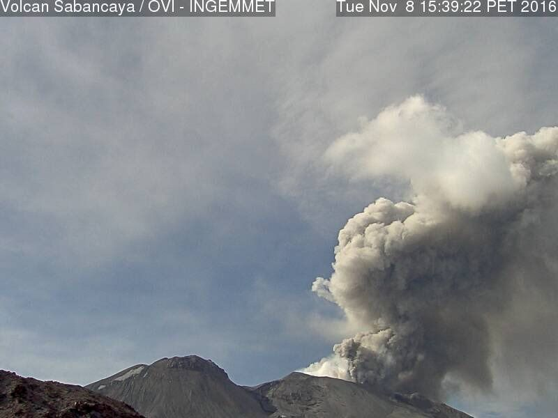Sabancaya - émission de cendres le 08.11.2016 / 15h39 - photo OVI-Ingemmet