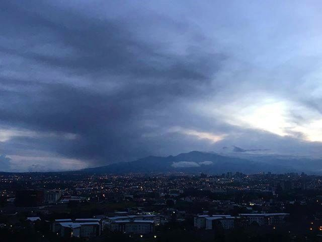 Turrialba this 11.11.2016 in the morning - photo Edith Tropper from El Alto de las Palomas / via Ovsicori