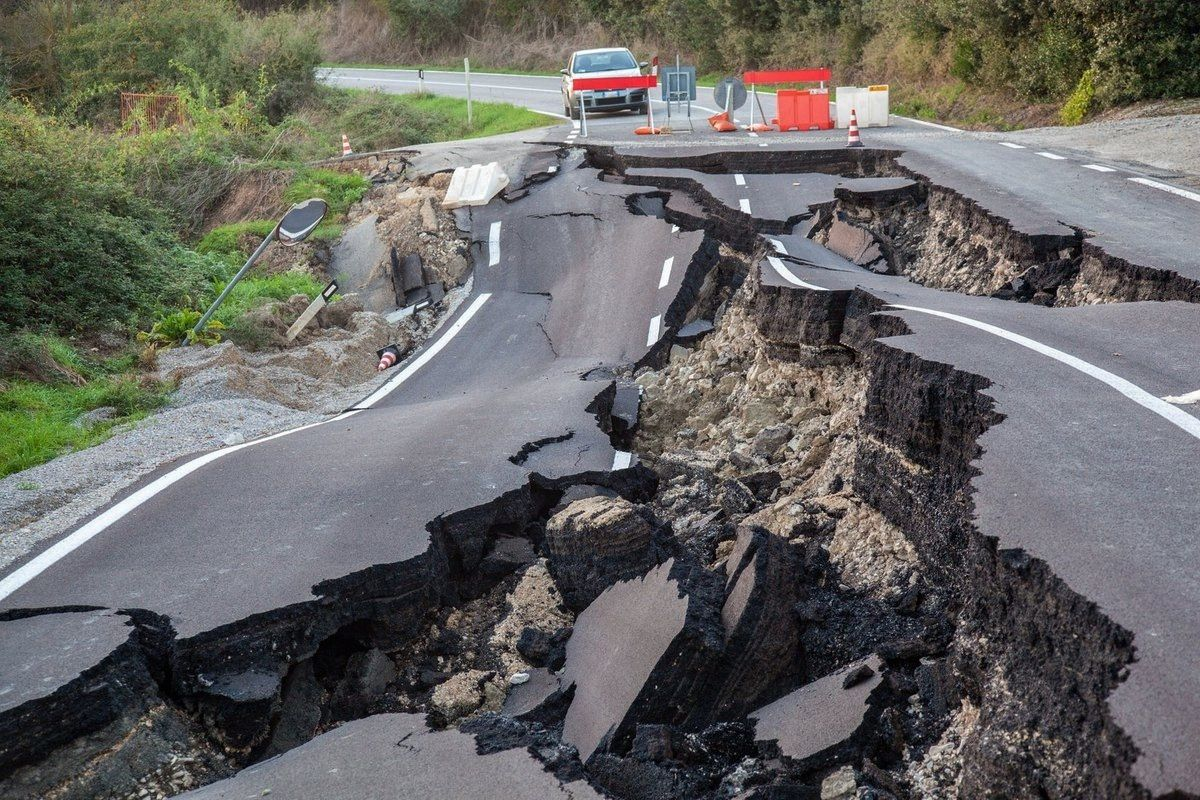 Damage to infrastructure due to earthquakes - NZ / Twitter media