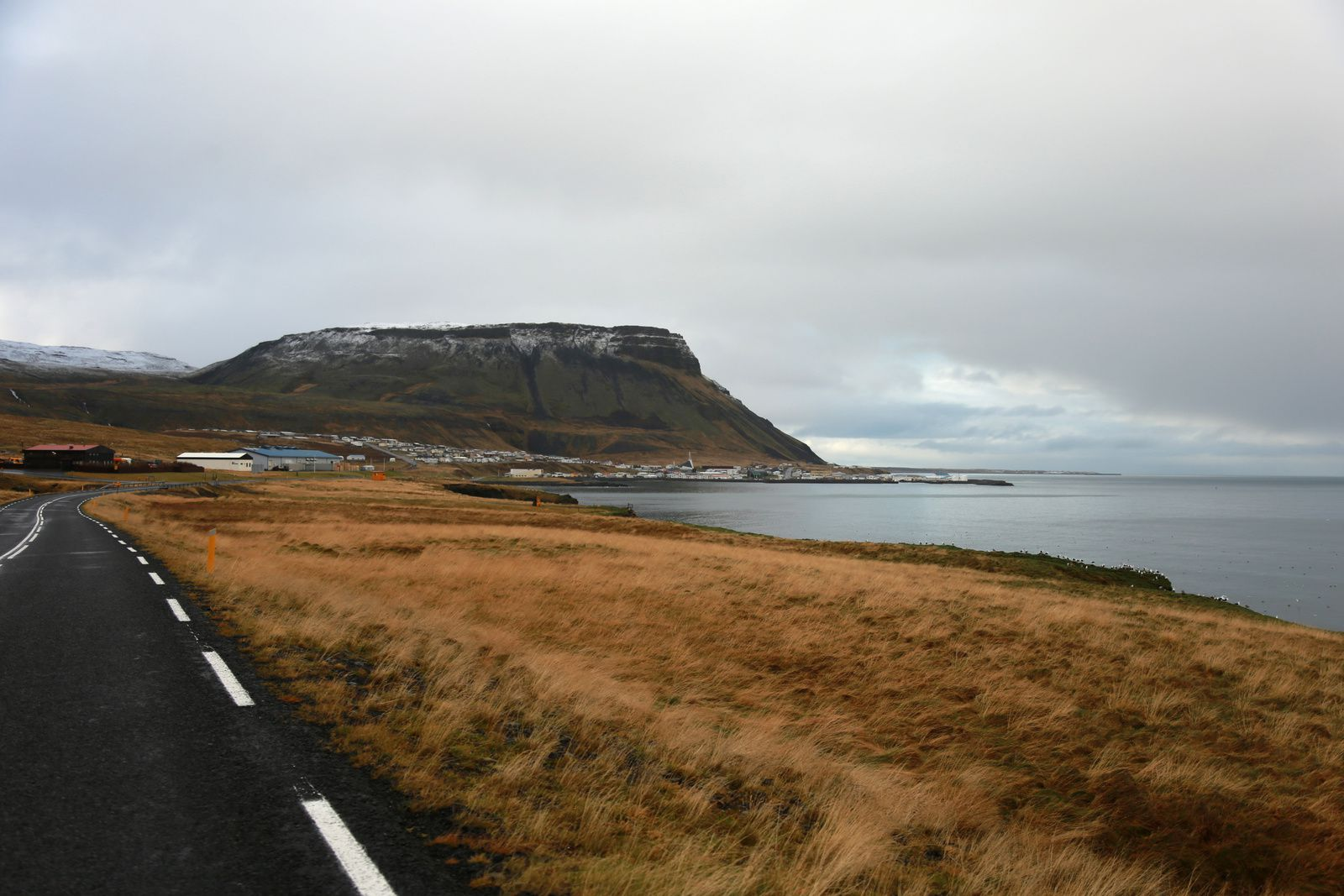 Ólafsvík, its port and modern church, at the foot of the volcano Ólafsvíkurenni - photos © Bernard Duyck 10.2016