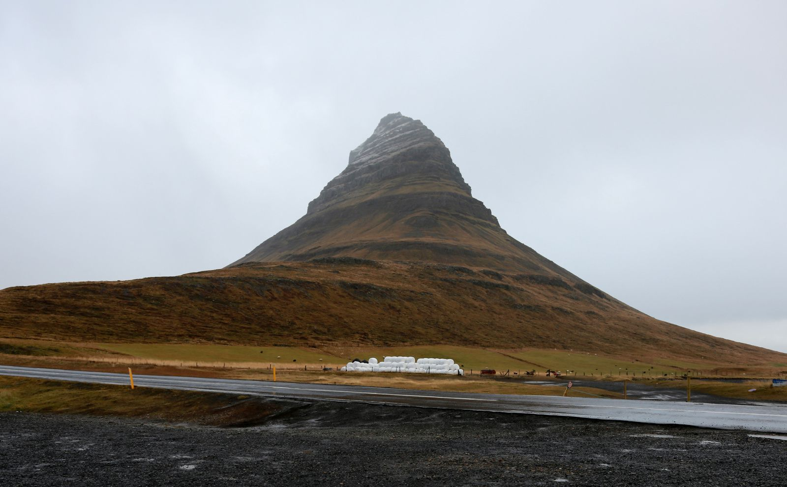 Kirkjufell under several angles - photos © Bernard Duyck 10.2016