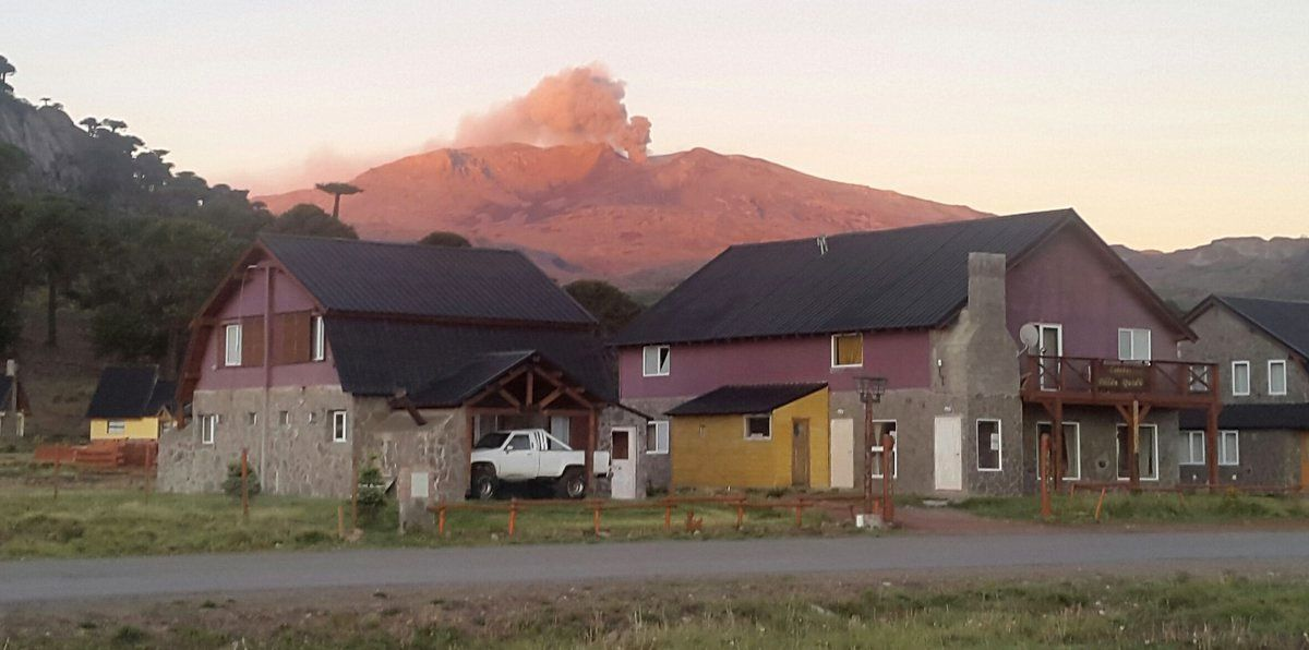 Copahue plume seen from Cavihue - photo Valecavihue / Twitter 22.11.2016