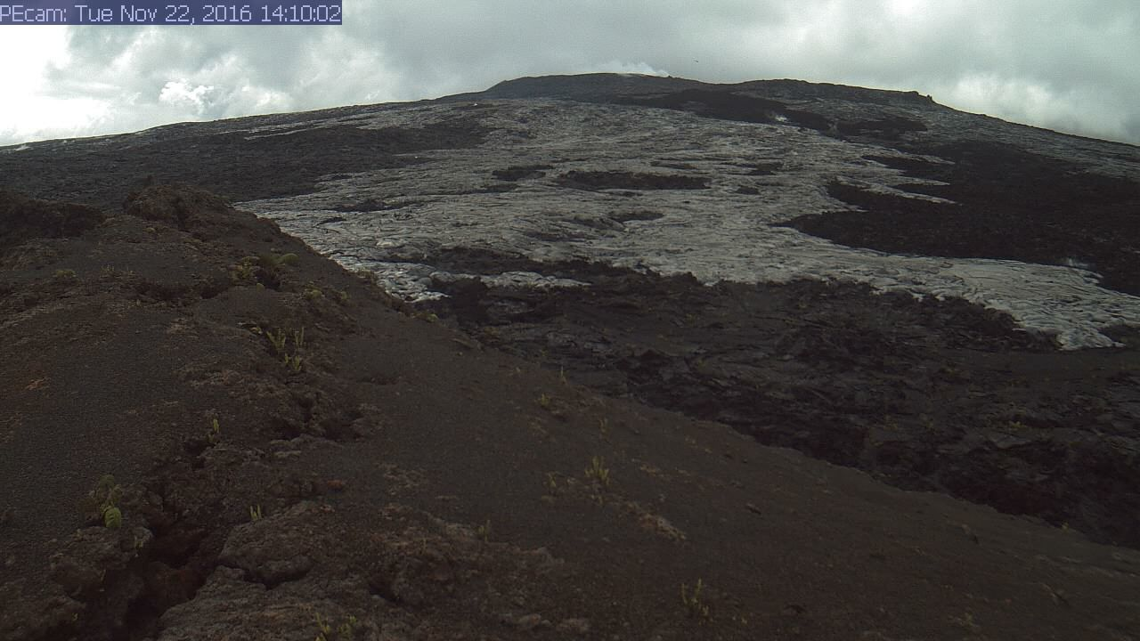 Pu' O'o and lava from the new breakout - 22.11.2016 /14h10 - doc. HVO / USGS