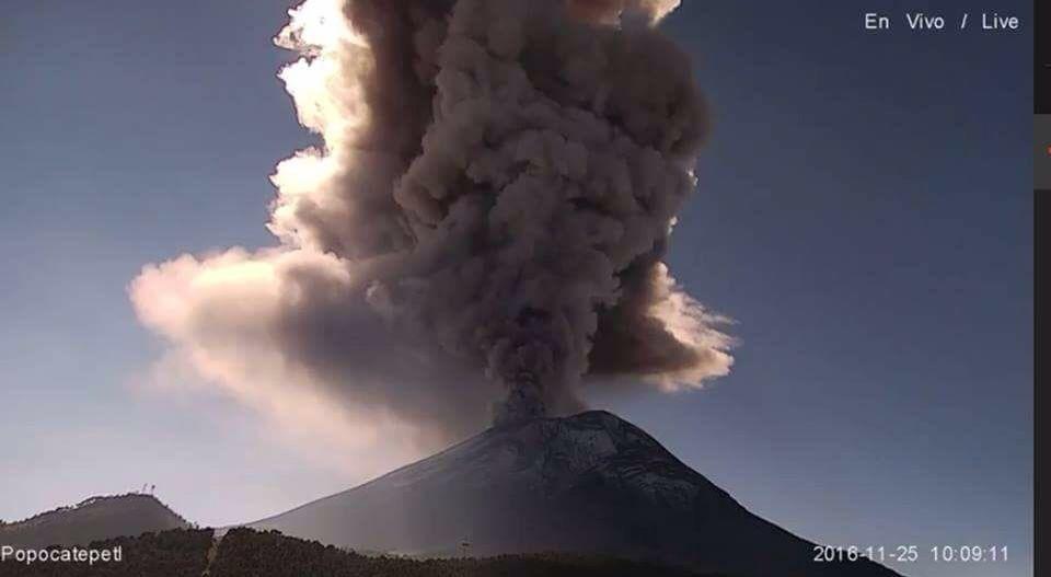 Popocatépetl - explosion of 25.11.2016 / 10h09 - camera SEGOB