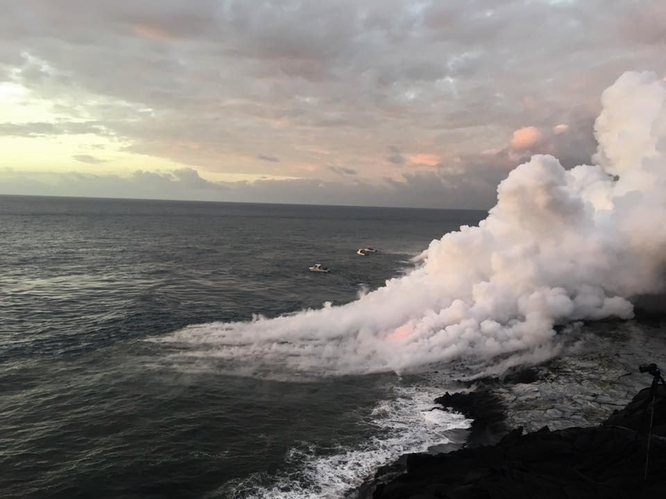 Toxic vapors generated by the interaction of lava and seawater - photo EpicLava 09.12.2016