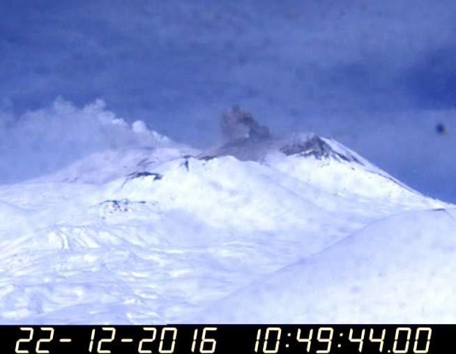 Etna SEC - 22.12.2016 / 9h53 & 10h49 - webcam INGV Catania, pictures provided by Boris Behncke