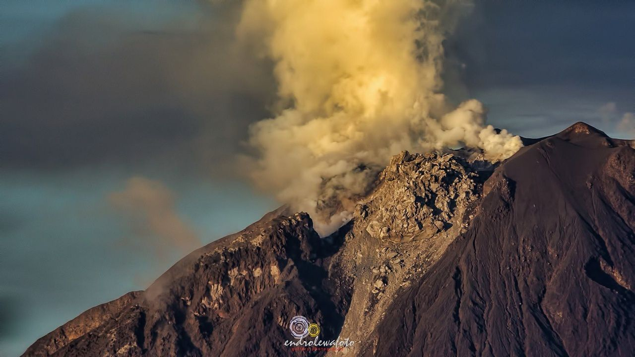 The dome of Sinabung on 22.12.2016 / 6h46 - photo Endrolewa