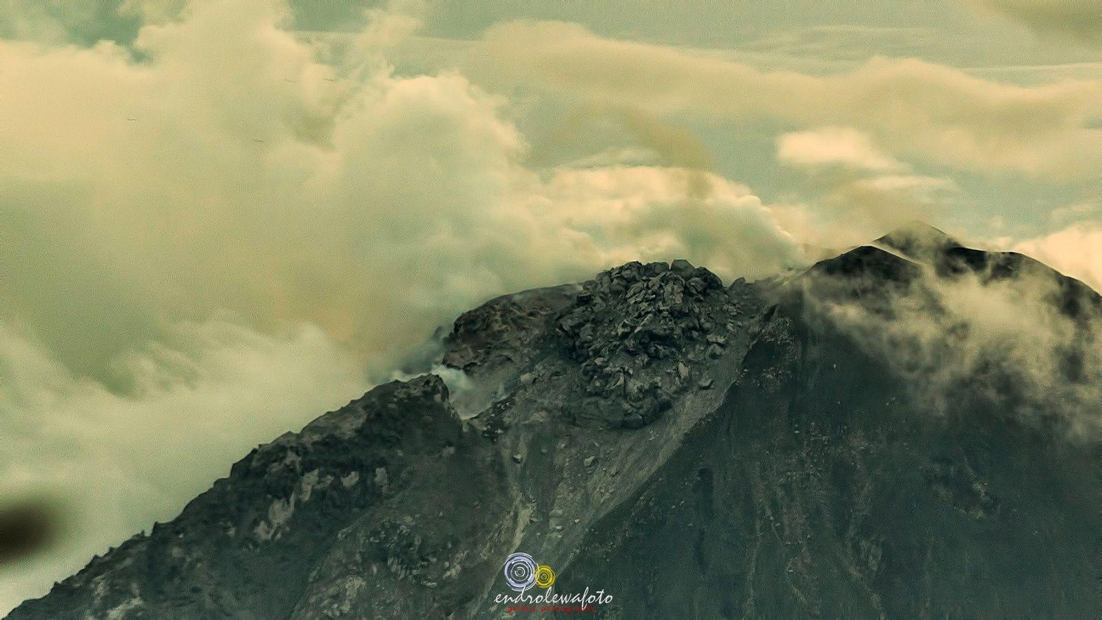 Sinabung - le dôme le 27.12.2016 / 18h23 - photo endrolewa