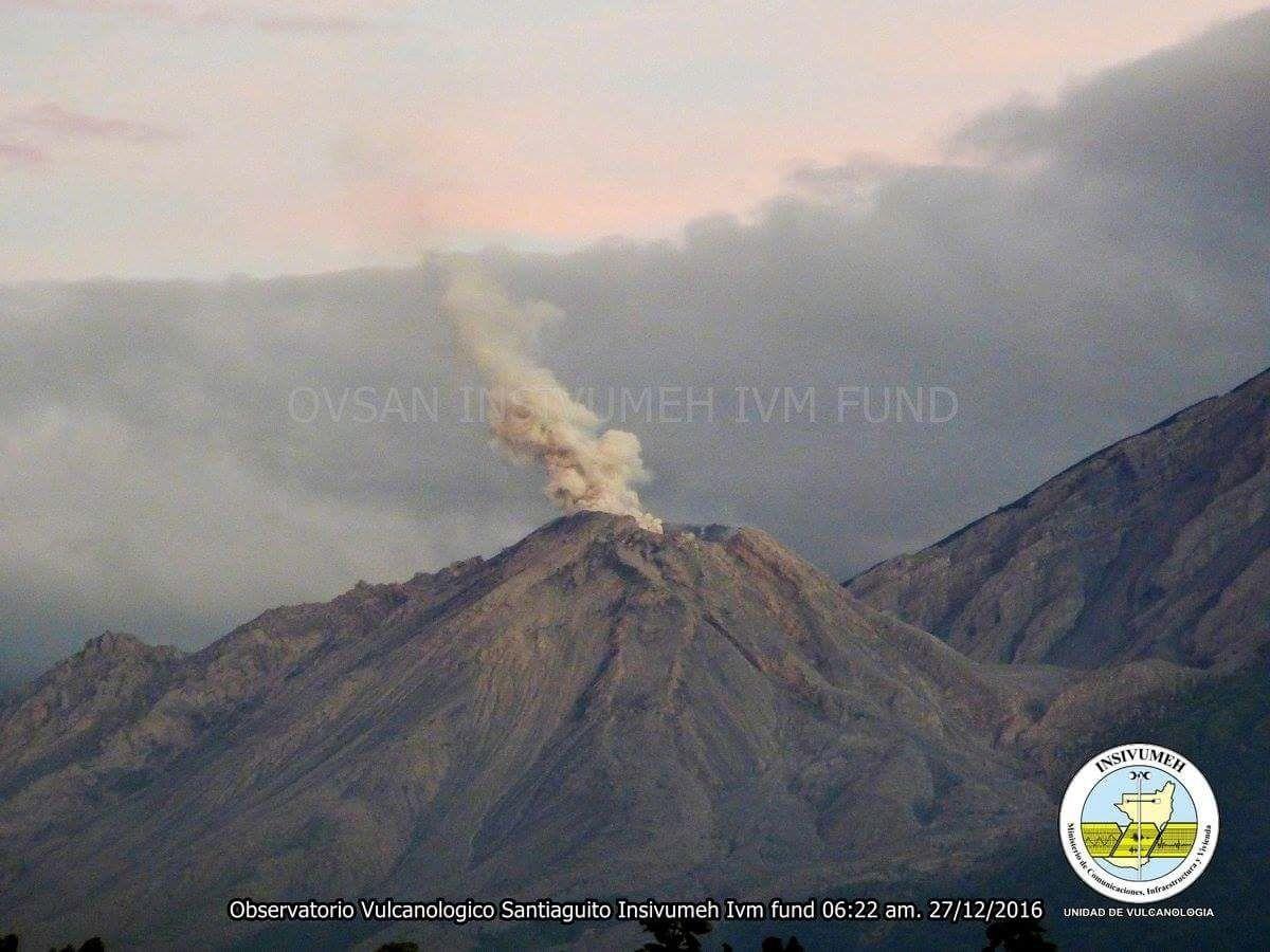 Santiaguito - 27.12.2016 / 6h22 loc - Webcam Insivumeh