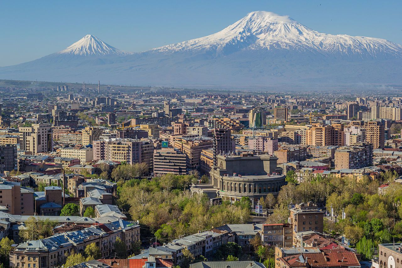 Erevan au pied du Mont Ararat -  photo Սէրուժ Ուրիշեան - Serouj Ourishian