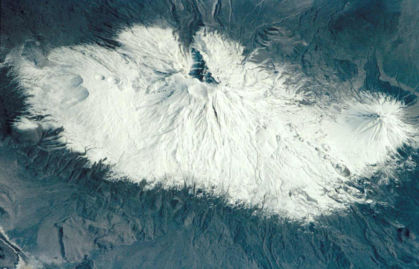 Le massif de l'Ararat - doc. Nasa space shuttle 2001 / GVP