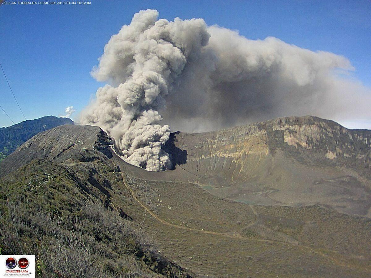 Turrialba - ash emission on 03.01.2017 / 10h12 - webcam Ovsicori