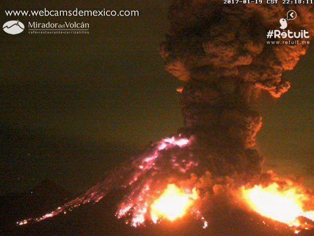 Colima - nouvelle explosion le 19.01.2017 / 22h17 - 22h18 - images webcamsdeMexico