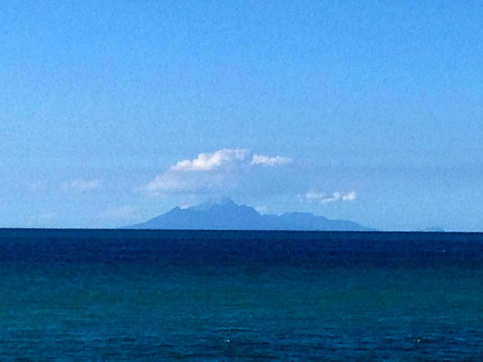 Montserrat seen from La Guadeloupe / Basse-Terre on 20.01.2017 - via Karine Rigal