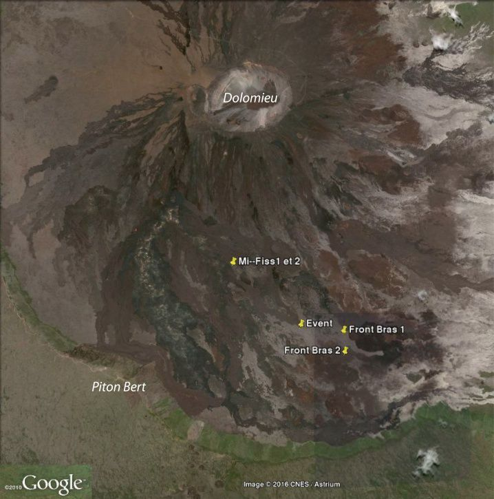 """Piton de La Fournaise - Localization of the vent, and localization of the lava front on 01/02/2017 (07:40 local time, """"Front Bras 1, Arm 2"""") Two other eruptive cracks occur are open at the beginning of the eruption more upstream (on both sides of the point """"Mi-Fiss1 and 2"""") and are not currently active (© OVPF / IPGP)"""