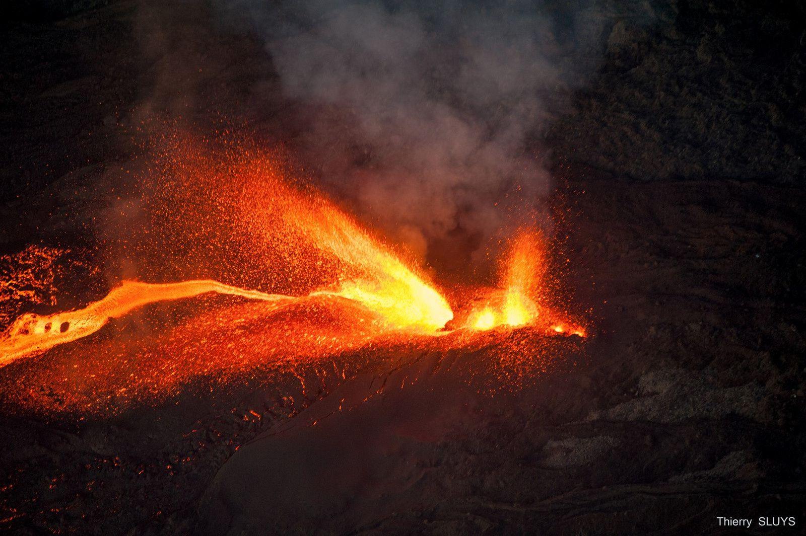 Piton de La Fournaise - lava fountains 01.02.2017 / 6h - photo Thierry Sluys