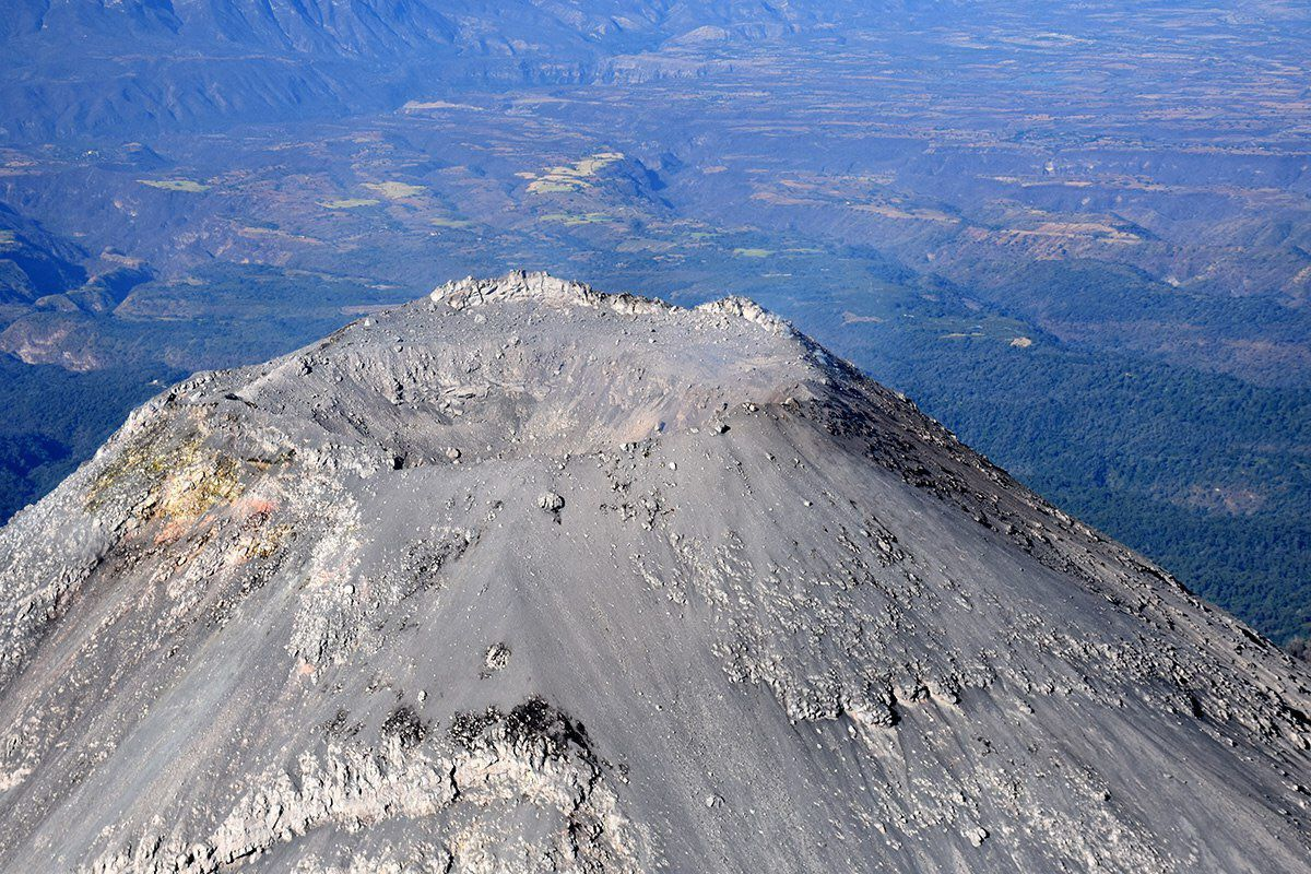 Colima - overflight of the crater on 28.01.2017 - doc.Proteccion civil and the Bomberos de Jalisco
