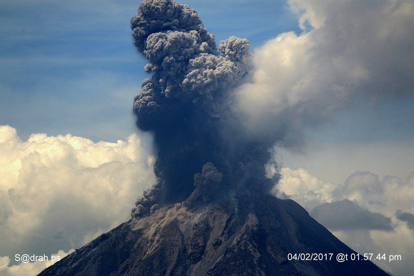Sinabung - 04.02.2017 / 13h57 - photo Sadrah Peranginangin