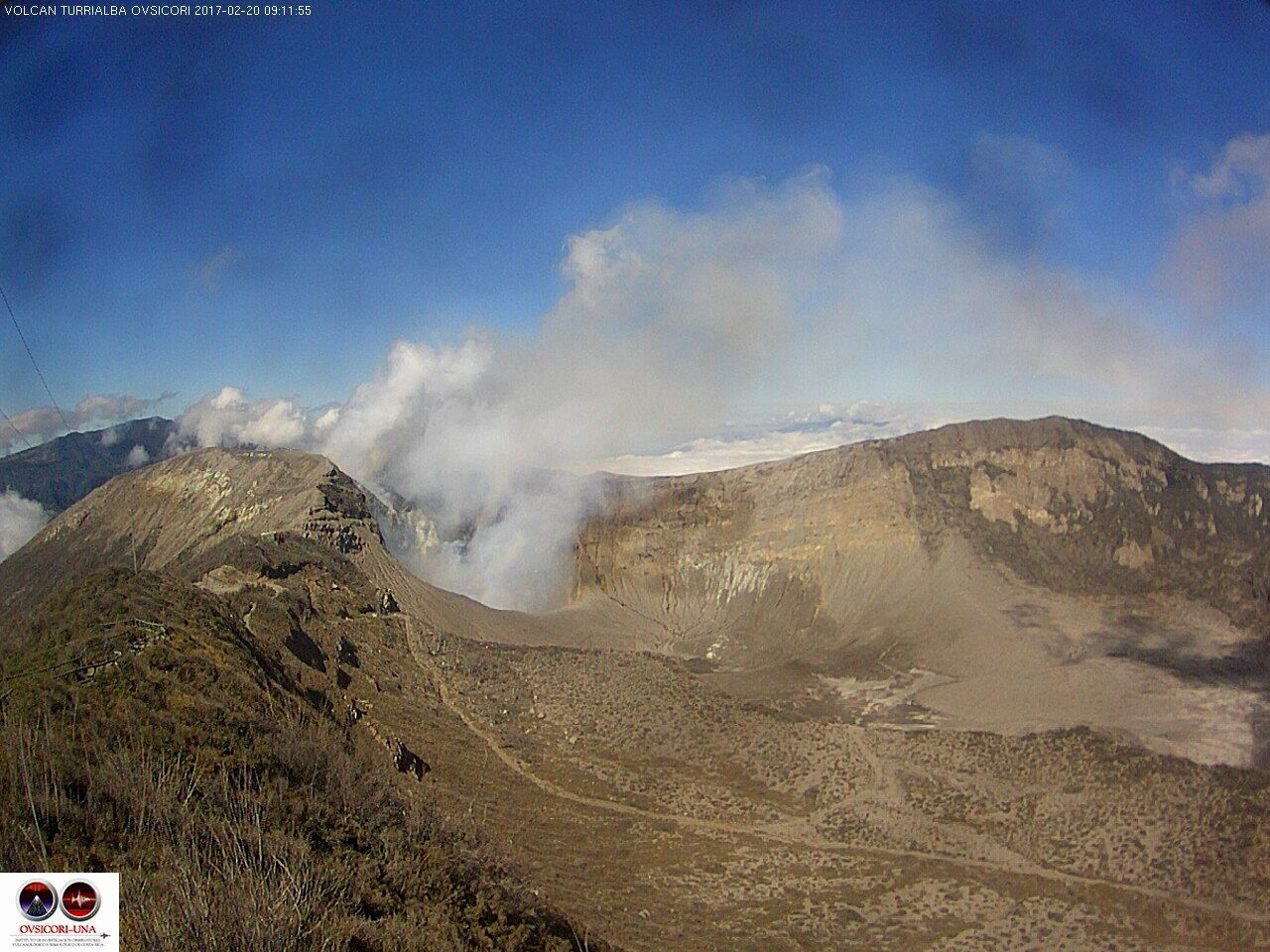 Turrialba - it took luck yesterday to have a nice view of the crater, in the clouds much of the day - webcam 20.02.2017 / 9:12 Ovsicori