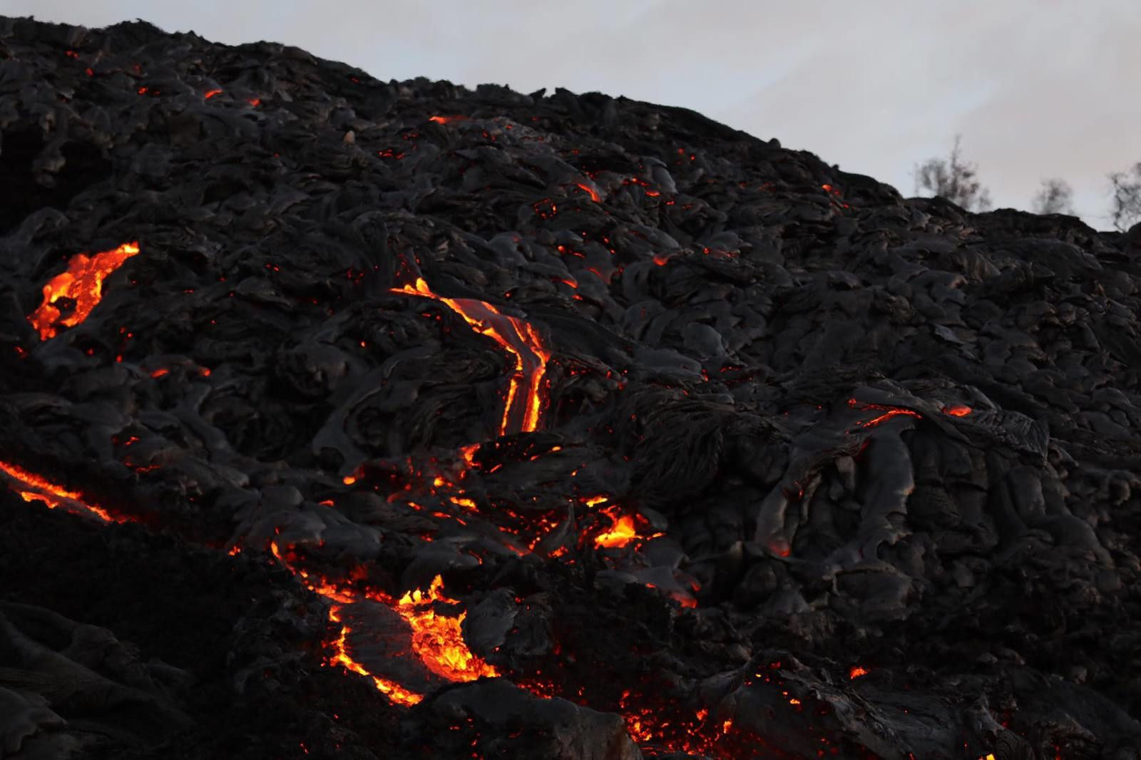 Kilauea / Pu'u O'o -  61 g lavas on the Pali - photo John Tarson / Epic Lava 21.02.2017