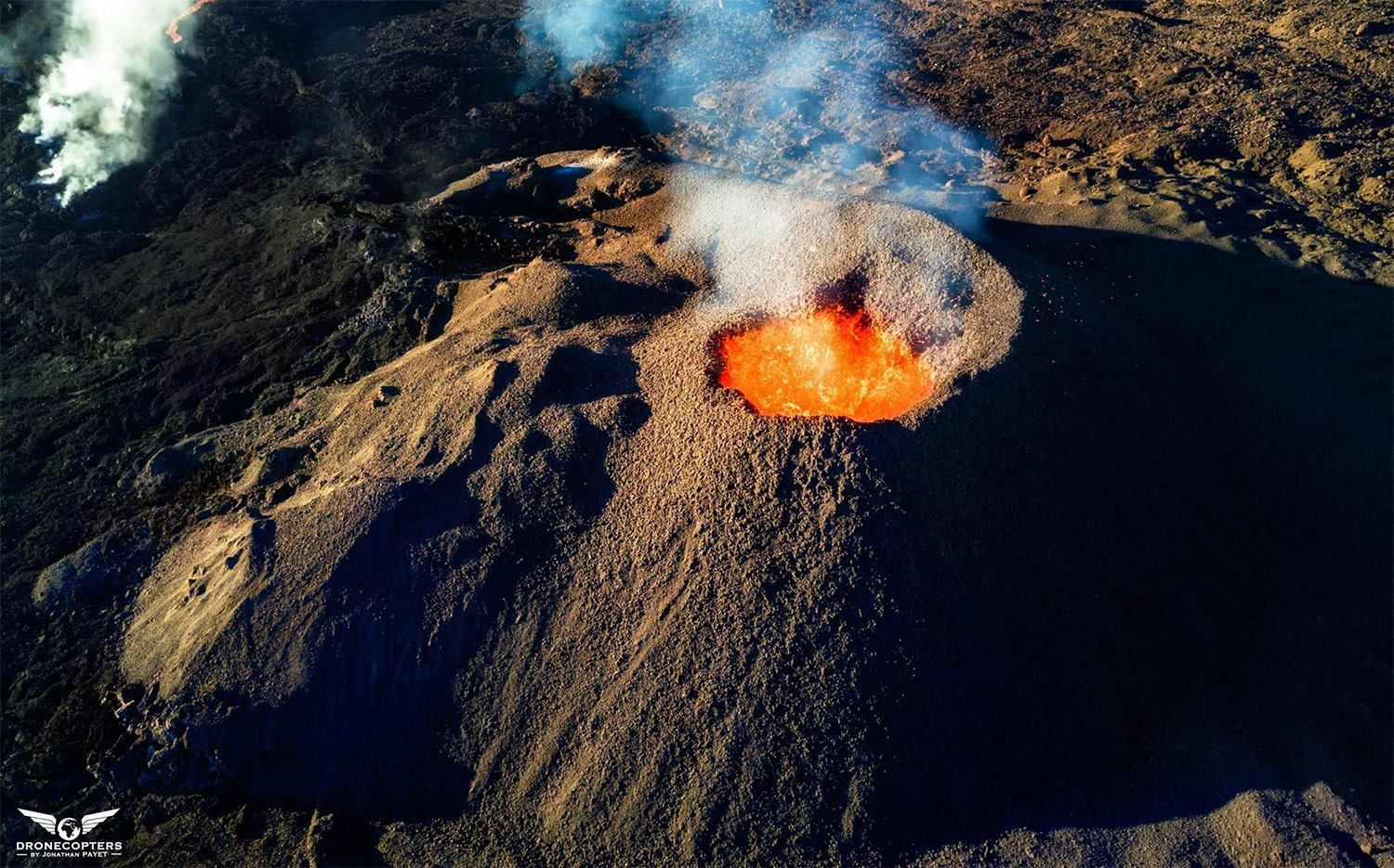 The active cone at La Fournaise - photo 25.02.2017 DroneCopters / Jonathan Payet
